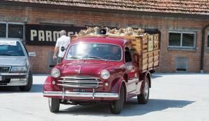 Autoraduno presso Latteria Sociale Garfagnolo con buffet a base di Parmigiano Reggiano e prodotti tipici