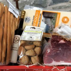 Confezione regalo cassetta rossa con Parmigiano Reggiano DOP e altri prodotti tipici di montagna