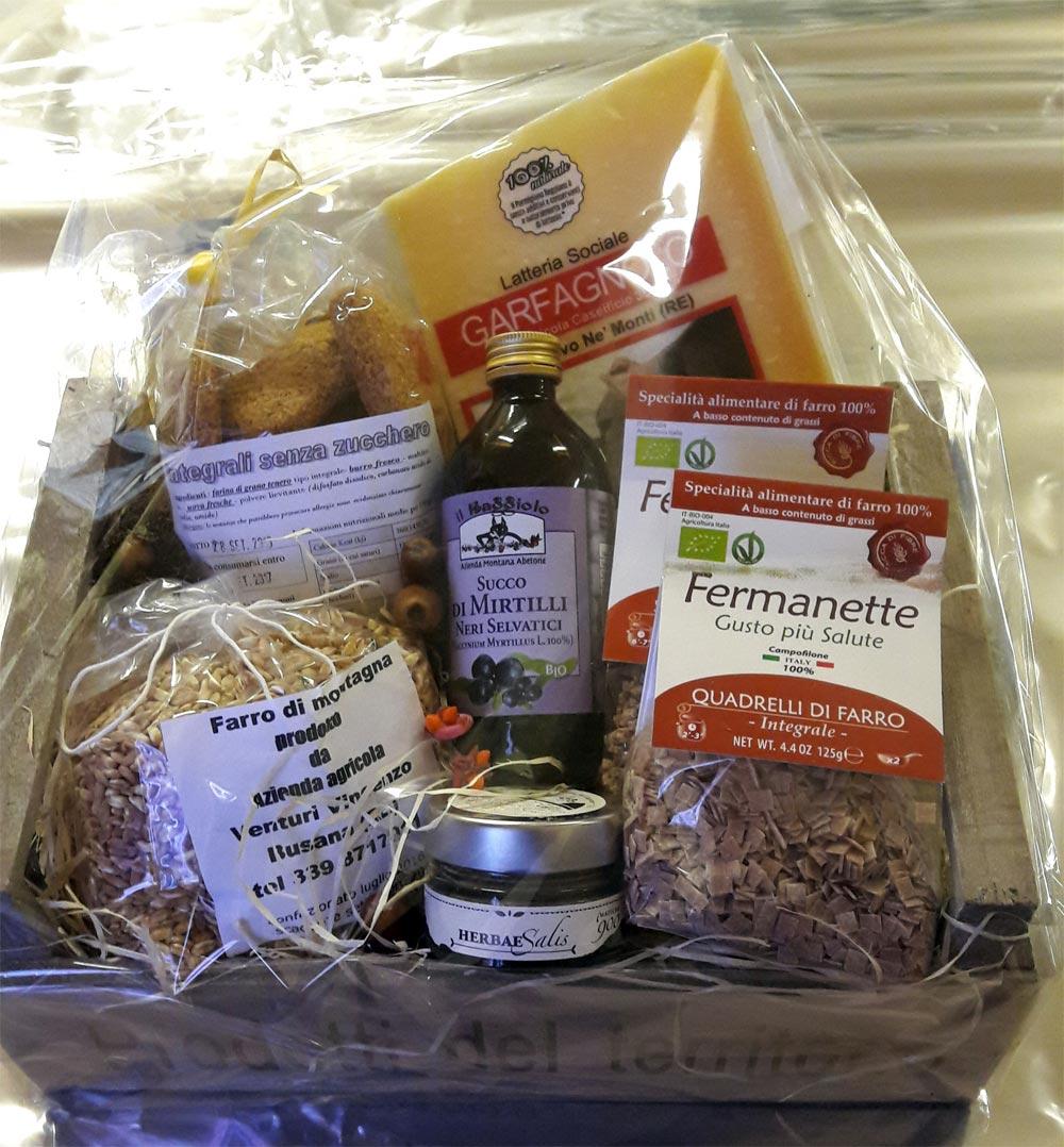 Confezione regalo con Parmigiano Reggiano e prodotti dell'appennino reggiano