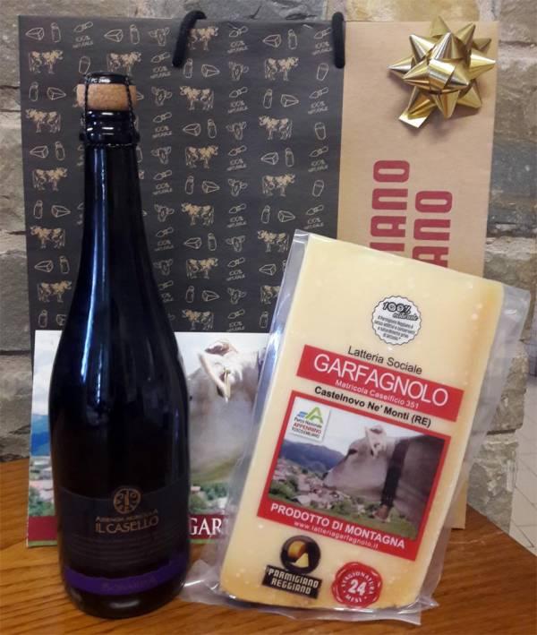 Borsa confezione regalo con Parmigiano Reggiano di montagna e bottiglia di Bonarda